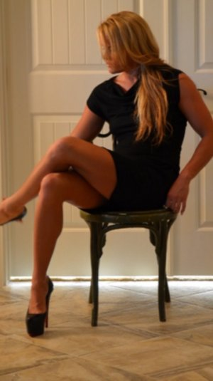 Alinda nuru massage & escort girl